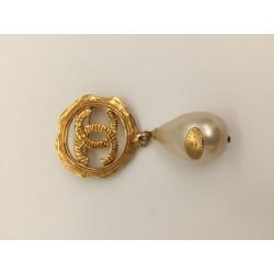 Broche perle Chanel
